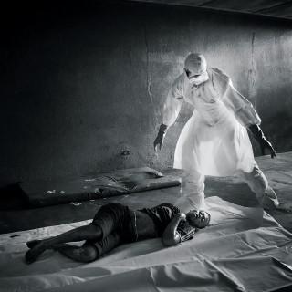 埃博拉战争.jpg